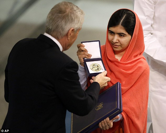 23F0D30700000578-2868411-Nobel_Peace_Prize_winner_Malala_Yousafzai_from_Pakistan_receives-a-26_1418223585266